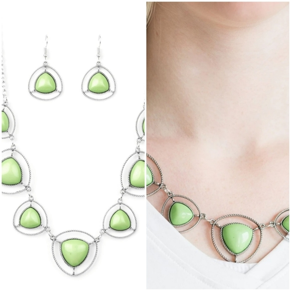 MAKE A POINT GREEN NECKLACE/EARRING SET